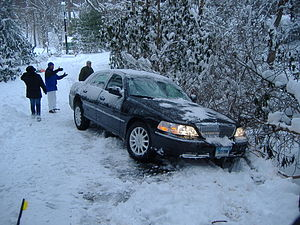 300px-Towncar_stuck_in_snow